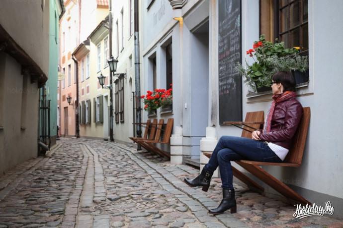 Кафе в Риге. Узкие улицы в Риге. Тур выходного дня в Ригу