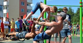 В Сморгони открыли первую профессиональную воркаут-площадку