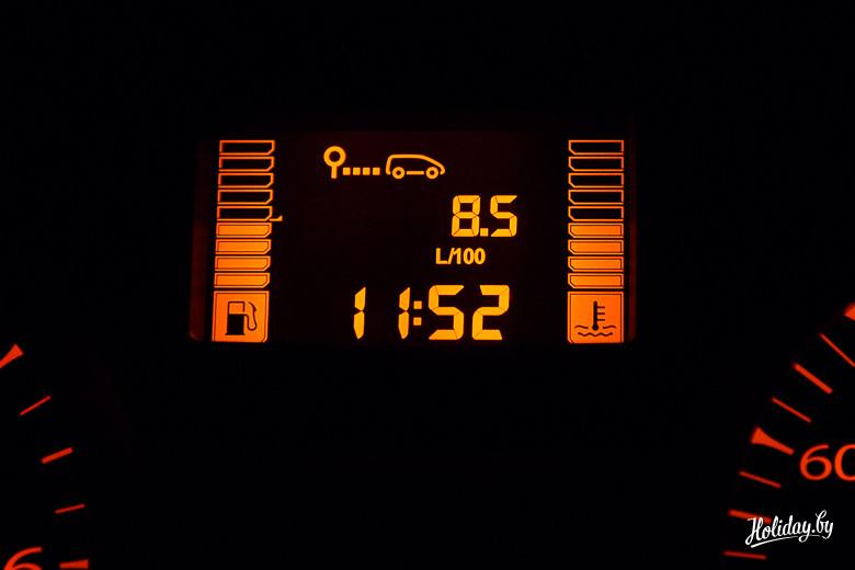 Перед поездкой я обнулил все показатели. За световой день мы проехали около 350 километров. получив средний расход на Lada Kalina Cross в 8,5 л / 100 км бензина. При этом я не скажу, что наша поездка была супер-спокойной для автомобиля