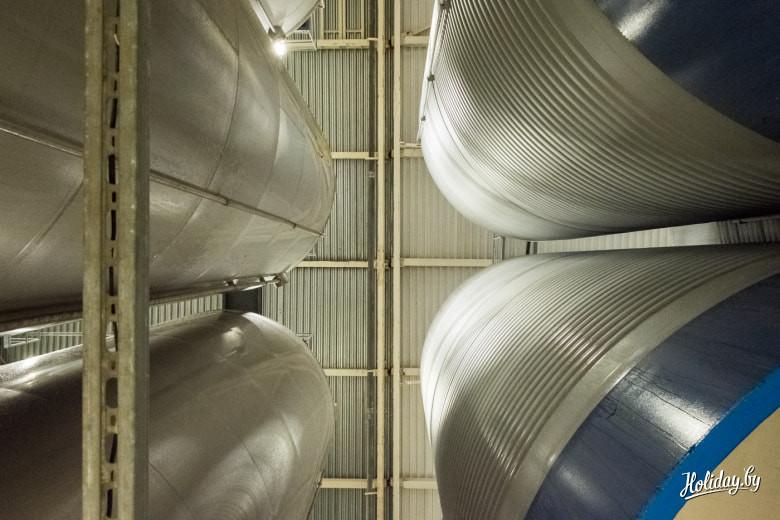 Цилиндро-конические танки и много-много тонн пива