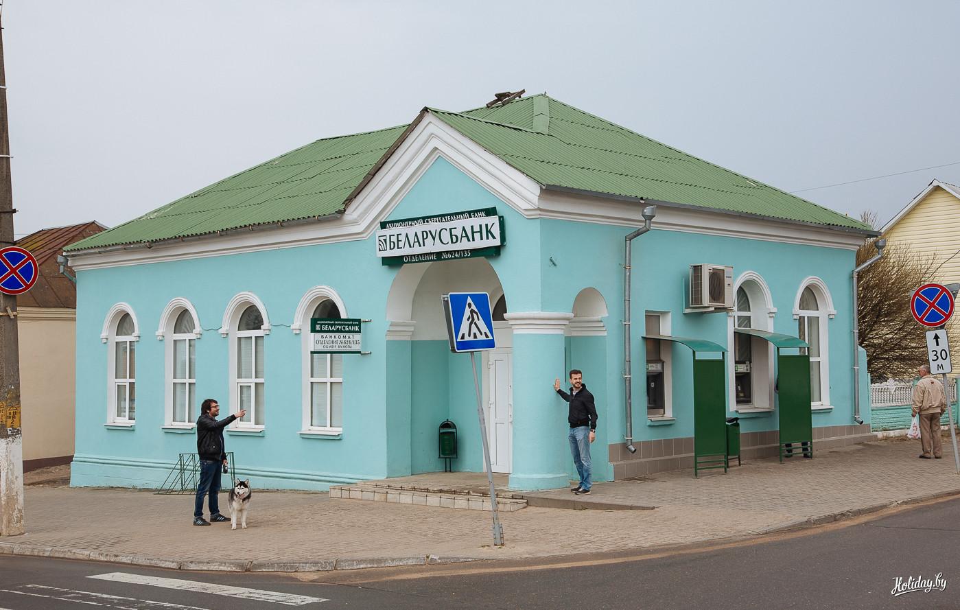Мне показалось, что именно в этой колонне находится вся сила белорусской банковской системы