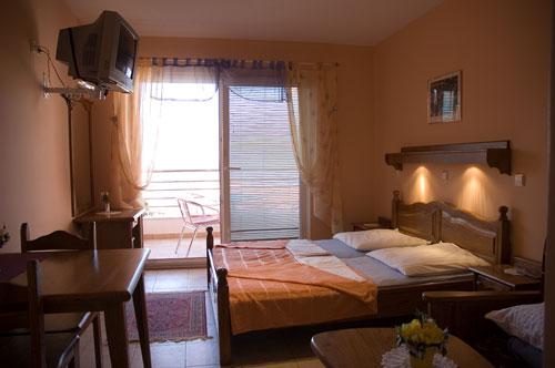 Купить тур в отель Alexandra T Aparthotel (Бечичи и Рафаиловичи) на 11 дней вылет из Минска, путевка в Alexandra T Aparthotel за