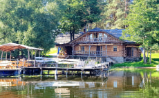 Заповедный остров, усадьба между двух озер