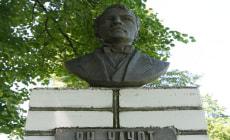 Памятник Яну Чечоту в деревне Новая Мышь