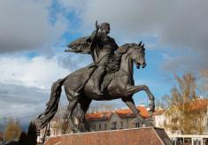 Памятник князю Всеславу Чародею в Полоцке