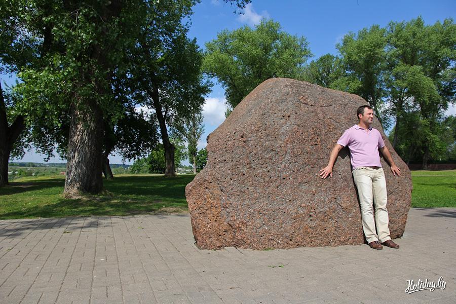 лет борисов камень в полоцке фото сути